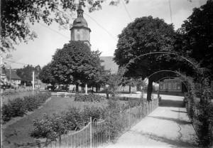 Herzog Ernst Platz mit Rosenbogen 1930