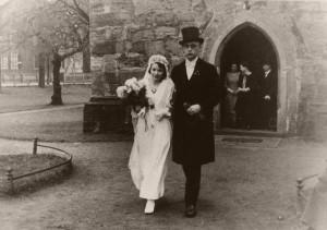 Hochzeit 1933 vor der ev.Kirche